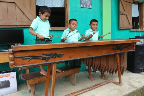 jalacte-school-children-playing-marimba-during-presentation-of-computers
