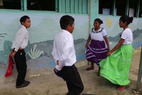 santa-cruz-school-children-making-cultural-presentation